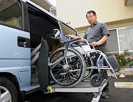 高齢者施設への送迎業務