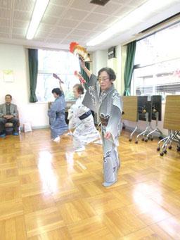 踊る藤田さん